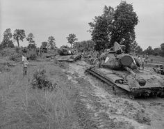 """Tag: .......Vietnam War. Two US Marine tanks stuck in deep mud during Operation Bold Mariner. It's objective was to find Viet Cong, their tunnels and hiding places among the civilian population. Jan. 1969......."""" More info on the operation: https://en.wikipedia.org/wiki/Operation_Bold_Mariner Via ~ The NAM"""