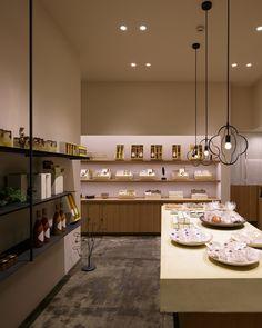 Azabu yasaigashi shop by fan Inc, Tokyo Japan restaurant chocolate store Japan Interior, Retail Interior Design, Japan Shop, Tokyo Japan, Bakery Design, Restaurant Design, Visual Merchandising, Off White Walls, Japanese Modern