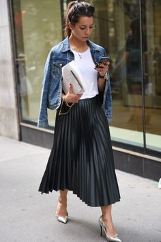 f9dfab3a37a Midi Pleated Skirt with Denim Black Pleated Skirt Outfit