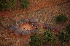 YannArthusBertrand2.org - Fond d écran gratuit à télécharger || Download free wallpaper - Village près de Banfora, Burkina Faso (10°58' N - 4°28' O).