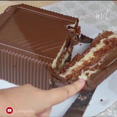 This prestige bonbon cake is easy to make and looks soo delicious. Sweet Recipes, Cake Recipes, Dessert Recipes, Creative Cakes, Creative Food, Delicious Desserts, Yummy Food, Caramel Cupcakes, Pudding Desserts