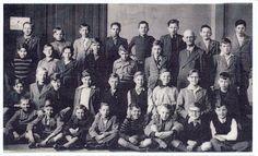 6e klas jongensschool op de markt te Asten mei 1950