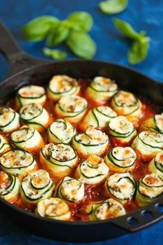 Zucchini Lasagna Roll Ups - Swap out the lasagna noodles for zucchini - it's LOW CARB and you won't miss the noodles at all! I promise! You can even make this ahead of time - perfect for feeding a crowd or for packing leftovers for work the next day! Zucchini Lasagna Rolls, Veggie Lasagna, No Noodle Lasagna, Lasagna Noodles, Vegetable Lasagna Roll Ups, Recipe Zucchini, Healthy Zucchini, Vegetable Lasagna Recipe No Noodles, Lasagna Soup