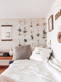 Dorm dormroom decor roomdecor home homedecor kunstlederbetten Cute Room Ideas, Cute Room Decor, Mens Room Decor, Men Decor, Flower Room Decor, Diy Dorm Decor, Kids Decor, Wall Art Decor, Office Decor
