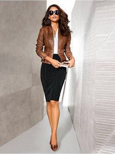 Pencil Skirt Outfits // Casual Skirt Outfits // How to wear skirt outfits // Fashion casual outfits // Trending women's Clothes // Office outfits ideas Business Casual Outfits, Professional Outfits, Business Fashion, Classy Outfits, Business Chic, Young Professional, Trendy Outfits, Mode Outfits, Fashion Outfits