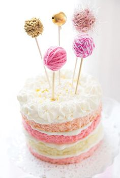Yarn balls as cake toppers! Love it for a cat-themed party.