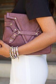 Cool-style.. pulseras con tachas que van con todo!