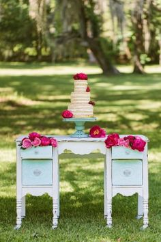 Cake display with flowers in drawers ⎪ Ashleigh Jayne Photography ⎪ see more on: http://burnettsboards.com/2014/11/retro-lovin-wedding-ideas/