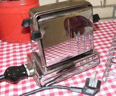 Vintage toaster / oma's broodrooster www.detijdvantoen.net Brocante & Styling