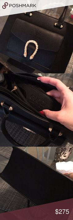 Gucci purse Genuine leather, brand new condition. Clean smoke free home. Beautiful bag. Gucci Bags