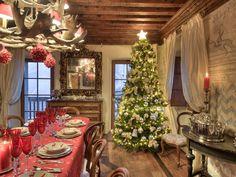 As casas HomeAway já se vestiram a rigor para viver todo o espírito natalício! E você? Já tem tudo preparado? 🎄 ✨ https://www.homeaway.pt/arrendamento-ferias/p1316182?utm_source=pinterest&utm_medium=social&utm_term=italia-1316182&utm_content=love&utm_campaign=christmas-table-house-20dec