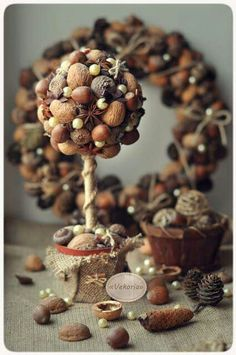 22 autumn wreaths that give your door a serious autumn flairAutumn berry wreath: autumn berries and baby breath form a beautiful combination. Find simpler ideas for DIY fall and fall wreaths here - they look Christmas Wreaths, Christmas Crafts, Christmas Decorations, Xmas, Christmas Topiary, Fall Wreaths, Acorn Crafts, Pine Cone Crafts, Ornament Tutorial