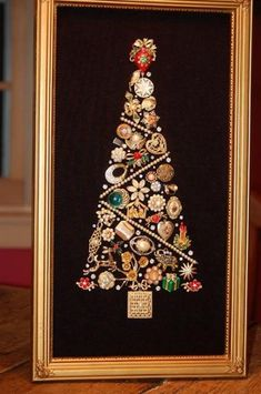 framed costume jewelry christmas tree Good way to use Grandmother's old jewelry. Make for my mom? Noel Christmas, Vintage Christmas, Christmas Ornaments, Christmas Jewelry, Christmas Necklace, Christmas Lights, Christmas Projects, Holiday Crafts, Christmas Recipes