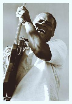 MAÑANA DE BLUES Y ROCK de lunes a Viernes en la radio. Visita www.radiodelospueblos.com  y escúchanos por internet !!!  Robert Cray