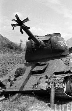 6.25 동란 다부동 전투에서 파괴된 북한군의 T-34/85 전차 - 유용원의 군사세계
