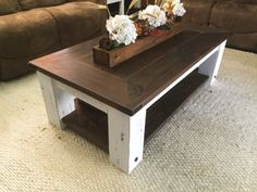 30 Easy DIY Farmhouse Coffee Table Projects with Free Plans - Joyful Derivatives Coffee Table Makeover, Coffee Table Plans, Diy Coffee Table, Diy End Tables, Coffee And End Tables, Diy Table, Build A Table, Diy Farmhouse Table, Diy Pallet Projects