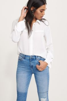 Turn around, let 'em see you - Blouse with Back Cutout