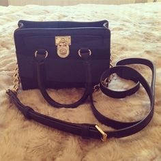 Best mk bags with your gifts ,just . all-mk handbags,mk bags. Gucci Purses, Hermes Handbags, Burberry Handbags, Handbags Michael Kors, Leather Purses, Leather Handbags, Leather Pants, Chanel Resort, Herve