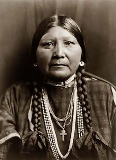 You are viewing an important image of Nez Perceacute Matron. It was taken in 1910 by Edward S. Curtis.    The picture shows the woman wearing a Cross Necklace.    We have created this collection of pictures primarily to serve as an easy to access educational tool. Contact curator@old-picture.com.