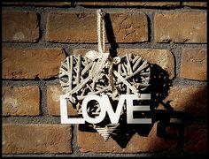 """Do tego dobraliśmy duże, wiklinowe wianki z napisem """"home"""" i koniecznie """"love"""" :)"""
