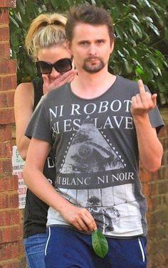 """Matt Bellamy """"outsmarting"""" the paparazzi (Muse)"""
