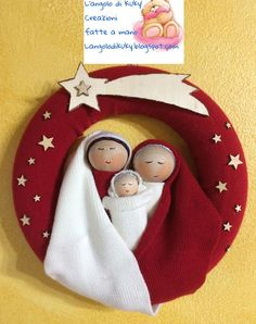 L'angolo di kuky!: Ghirlanda natività in lana rossa.... Diy Christmas Angel Ornaments, Crochet Christmas Decorations, Christmas Crafts To Make, Christmas Sewing, Plaid Christmas, Handmade Decorations, Christmas Angels, Christmas Art, Christmas Nativity