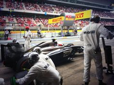 Pitstop-action: Kevin Magnussen (2014 Spanish GP)