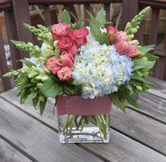 Arrangements Ikebana, Spring Flower Arrangements, Beautiful Flower Arrangements, Flower Centerpieces, Love Flowers, Silk Flowers, Spring Flowers, Floral Arrangements, Beautiful Flowers