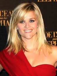 Reese Witherspoon: side-swept bangs and layered mi-length hair