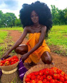 Beautiful Dark Skinned Women, Beautiful Black Girl, Curly Hair Styles, Natural Hair Styles, Pelo Afro, Black Girl Aesthetic, Dark Skin Beauty, Black Beauty, Ebony Beauty