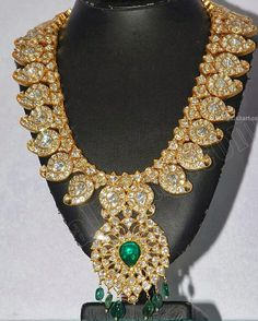 Kundan MAGAYAMALA (Mango Mala) Indian jewellery - latest design of kundan studded Mango Mala , set in gold with kundan and emeralds .Jewels of India: October 2013 ⚜Vitanapoli⚜ La vita è un sogno