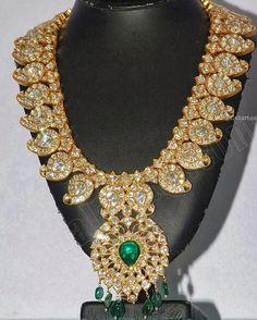 Kundan MAGAYAMALA (Mango Mala) Indian jewellery - latest design of kundan studded Mango Mala , set in gold with kundan and emeralds .Jewels of India: October 2013 ⚜Vitanapoli⚜ La vita è un sogno