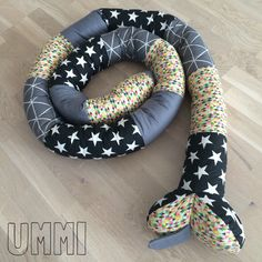 The snake can be used as a bed bumper Www.ummi.dk