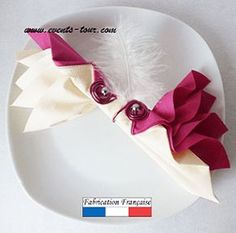 Towel folding: Elegance REF / 10064 - fold Toilet Paper Origami, Dining Etiquette, Birthday Gifts For Girlfriend, Christmas Table Settings, Napkin Folding, Neighbor Gifts, Wedding Anniversary Gifts, Paper Napkins, Napkin Rings