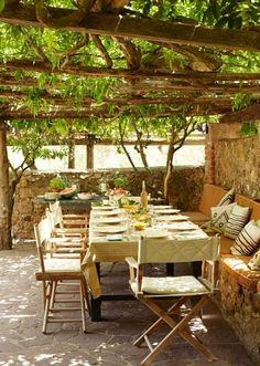 Garten Sichtschutz Landhausstil Pergola Holz Weintraube Terrasse