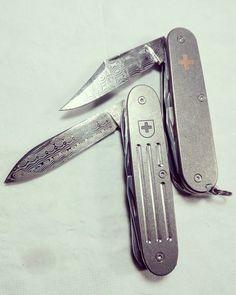 "Polubienia: 30, komentarze: 1 – 智 (@kosiko_585) na Instagramie: ""#victorinox #victorinoxswissarmy #victorinoxcustom #swissarmyknife #sak #edc #edcgear #titanium…"" Wenger Swiss Army Knife, Victorinox Swiss Army Knife, Outdoor Tools, Outdoor Life, Tactical Knives, Tactical Gear, Tool Backpack, Sharp Objects, Cool Knives"