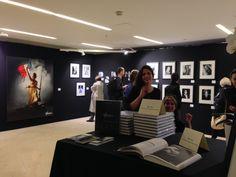 Syncrétisme des cultures sur le stand du studio Harcourt. La comtesse de Castiglione nous interpelle autant que Marianne.  Harcourt défend un beau morceau de savoir-faire et d'oeil français… Cocorico - FOTOFEVER 2014 au Carrousel du Louvre - http://www.coandco.fr/