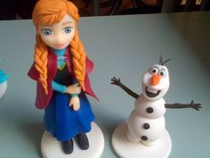 Frozen. Adorno para torta en porcelana fria. Mas fotos en www.facebook.com/ArtesaniasAndreari