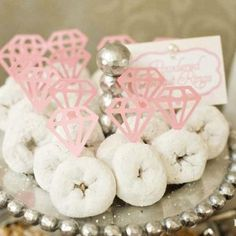 So precious! For the morning of the bachelorette party (or the morning after) take mini doughnuts and add paper diamonds. Great for a Mischief and Mimosa themed bachelorette party with Samantha K! Bar A Bonbon, Dream Wedding, Wedding Day, Wedding Morning, Wedding Rings, Wedding Favors, Wedding Sweets, Brunch Wedding, Bridal Rings
