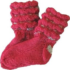Mönster till Syltasockor Baby | handarbetsshopen.se Baby Knitting Patterns, Baby Patterns, Crochet Baby, Knit Crochet, Diy And Crafts, Arts And Crafts, Baby Barn, Gudrun, Funny Wedding Photos