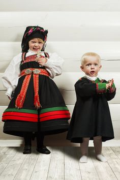 Setesdal Husflid Folk Costume, Costumes, Going Out Of Business, Norway, Scandinavian, Harajuku, Flower Girl Dresses, Europe, Craft Ideas