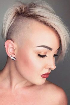 Chic Gray Blunt Haircut - 50 Spectacular Blunt Bob Hairstyles - The Trending Hairstyle Graduated Bob Haircuts, Blunt Bob Hairstyles, Blunt Haircut, Undercut Hairstyles, Trending Hairstyles, Straight Hairstyles, Side Haircut, Short Shaved Hairstyles, Undercut Styles