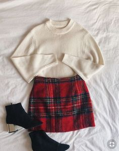 Christmas outfit, fashion, flatlay, winter Outfits 2019 Outfits casual Outfits for moms Outfits for school Outfits for teen girls Outfits for work Outfits with hats Outfits women Look Fashion, Korean Fashion, Trendy Fashion, Fashion Black, Fashion Heels, Fall Fashion, Fashion Trends, Holiday Fashion, Fashion 2018
