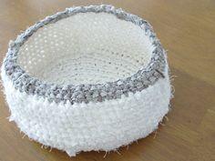 裂き編み小物入れ