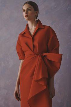 Apr 2020 - The complete Carolina Herrera Resort 2020 fashion show now on Vogue Runway. 2020 Fashion Trends, Spring Fashion Trends, Fashion 2020, Fashion Show, Fashion Outfits, Fashion Design, Fashion Fashion, Fashion Weeks, Curvy Fashion