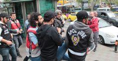 Beşiktaş'ta oturma eylemi yapan gruba polis müdahalesi