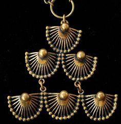 Pentti Sarpaneva for Turun Hopea, vintage bronze necklace. Bronze Jewelry, Jewelry Art, Jewellery, Sculpture, Metal Clay, Wearable Art, Finland, Beautiful Necklaces, Brutalist
