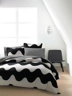 Marimekko Lokki Black Duvet Set What ideas come to you while lying in bed at night? Master Bedroom Design, Home Bedroom, Bedroom Decor, Bedrooms, Duvet Sets, Duvet Cover Sets, Marimekko Bedding, Black Duvet Cover, Black Bedding