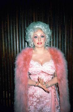 Dolly Parton 1970, Dolly Parton Costume, Dolly Parton Pictures, Hello Dolly, Celebs, Celebrities, Classy Outfits, Old Hollywood, Celebrity Crush