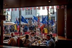 Brexit in London by Andrew Testa/Panos for the NY Times - what a great photo! New York Times, Ny Times, Republic Of Ireland, The Republic, Continental Europe, British People, French President, Berlin Wall, Great Photos